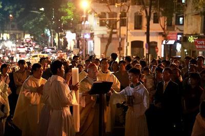 Hình ảnh Đêm Vọng Phục Sinh 2017 tại nhà thờ Chính Tòa Hà Nội