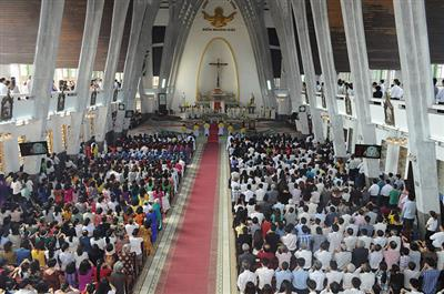 Thánh Lễ Đại Triều Mừng Chúa Phục Sinh Tại Nhà Thờ Chính Tòa Phủ Cam Huế