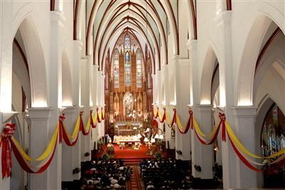 Đức Hồng Y Phê-rô chủ sự Đại Lễ Phục Sinh tại nhà thờ Chính Tòa Hà Nội