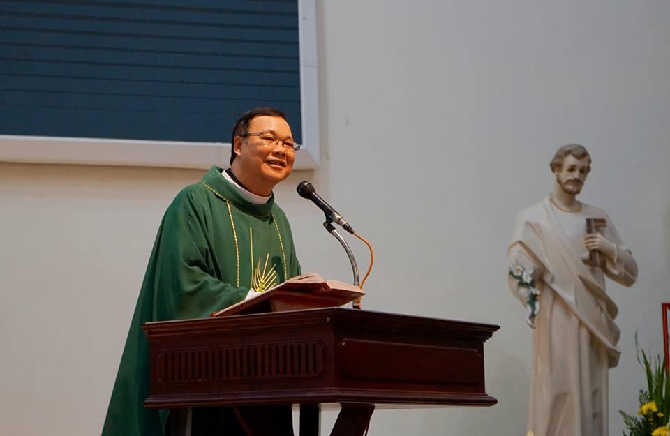 Nghe Bài Giảng Tĩnh Tâm Hội Các Bà Mẹ Công Giáo hạt Phú Thọ, SG