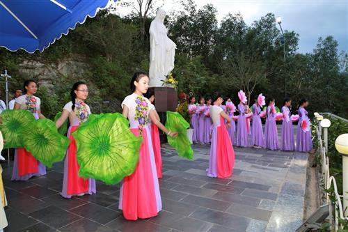 Hình ảnh hành hương đền thánh Mẹ Nhân Lành của giáo hạt Ninh Hải