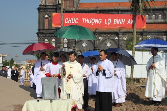 Giáo phận Bùi Chu,Giáo xứ Trung Châu đặt đá xây nhà giáo lý