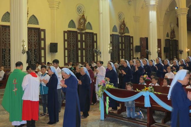 Tu Viện Mẹ Thăm Viếng Báo Đáp mừng bổn mạng