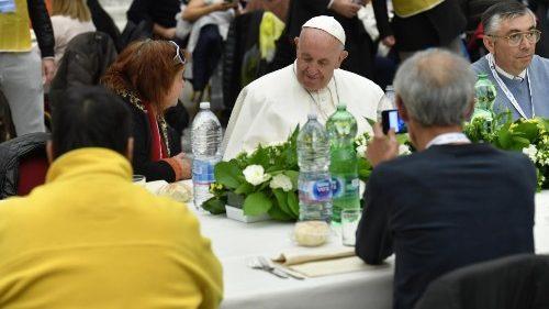 ĐTC Phanxicô dùng bữa trưa với 1500 người nghèo