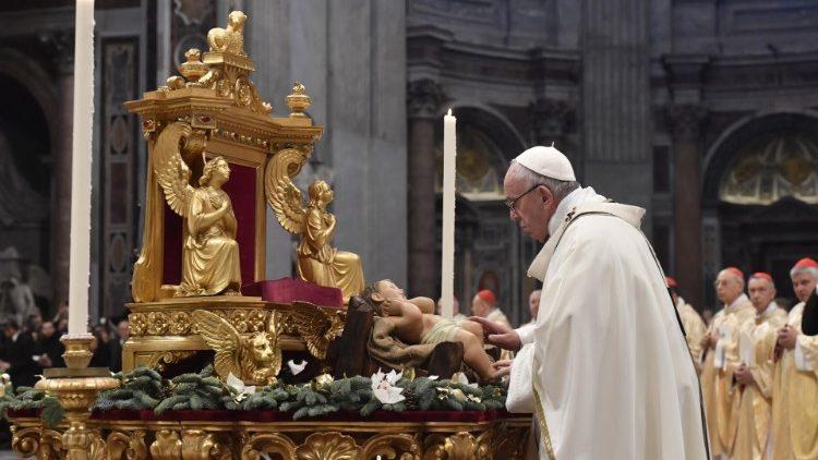 Đức Thánh Cha dâng lễ Chúa Hiển Linh: Ánh Sáng Dịu Dàng của Thiên Chúa toả sáng trong tình yêu khiêm nhường