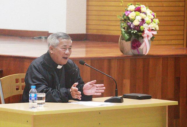 Đức Cha Anphong Nguyễn Hữu Long huấn đức tại Đại chủng viện thánh Giuse Hà Nội