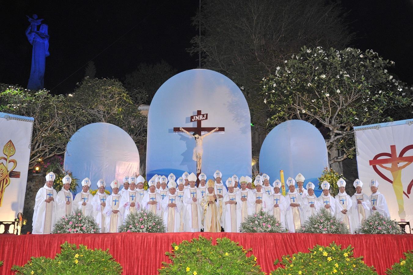 Thánh Lễ tạ ơn mừng 50 năm linh mục của Đức Cha Tôma Nguyễn Văn Trâm