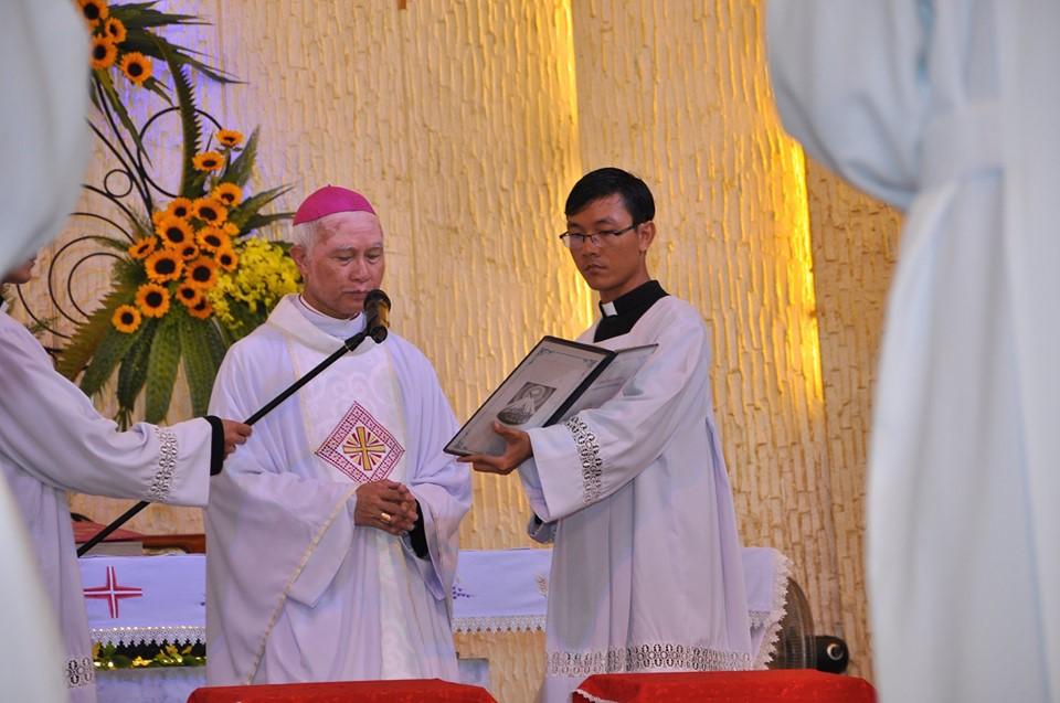 Giáo phận Xuân Lộc : Thánh Lễ Truyền Chức Linh Mục