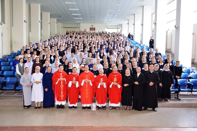 Liên tu sĩ: Thánh lễ khai giảng khóa Thần học Hè 2019