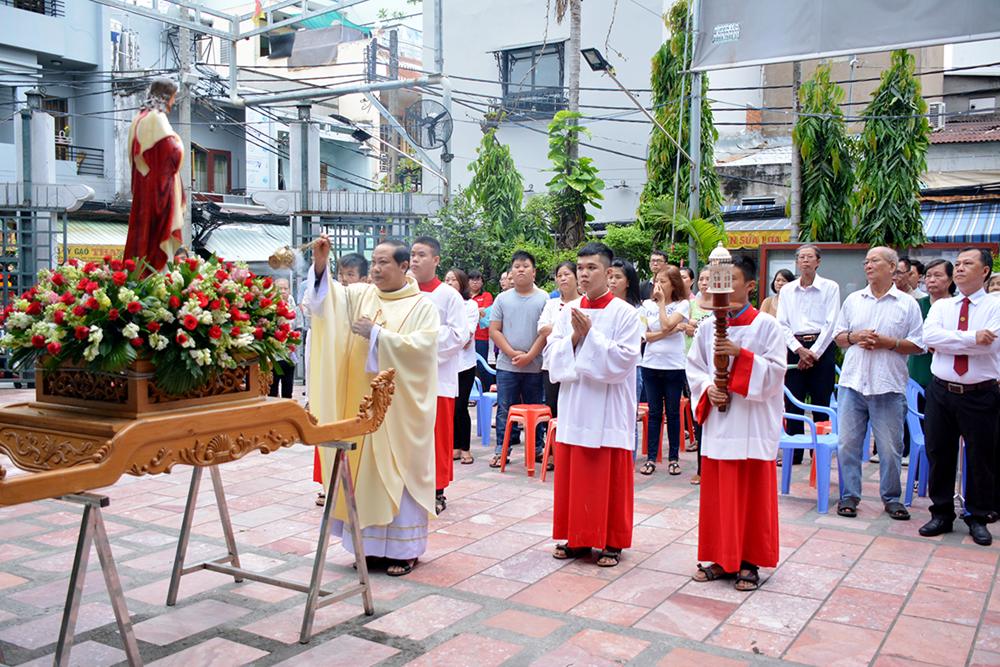 Giáo xứ Vĩnh Hòa :Gia đình PTTT và ca đoàn Thánh Tâm - Mừng kính Thánh Tâm Chúa Giêsu bổn mạng