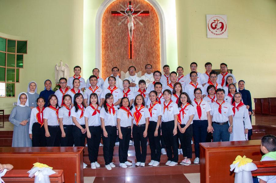 Giáo xứ Lam Sơn: Ra mắt xứ đoàn Thánh Linh An Ủi