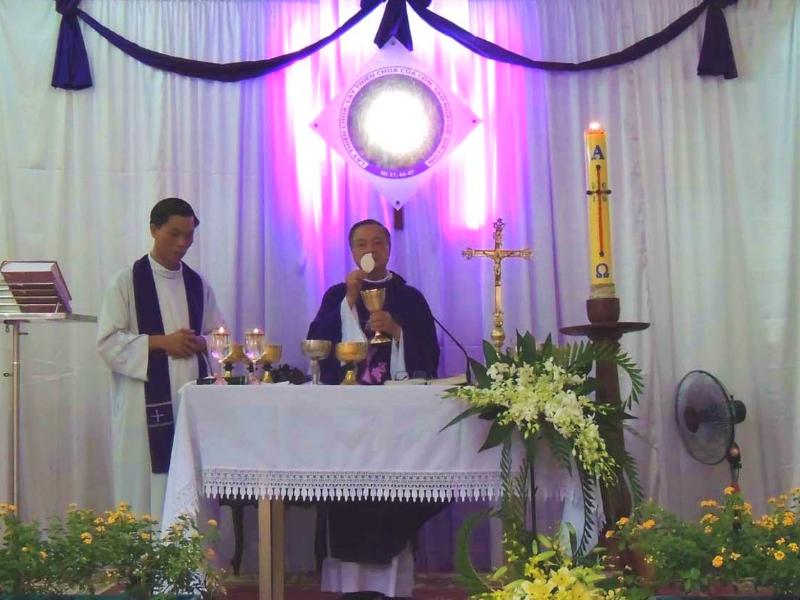 Giáo xứ Tân Việt: Thánh lễ cầu cho các linh hồn