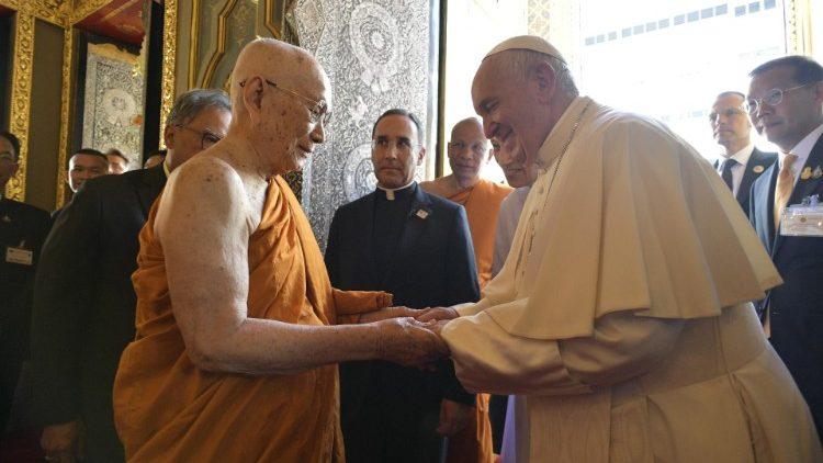 ĐGH ởThái Lan: Người Công giáo và Phật tử có thể sống như những người thân cận tốt bụng