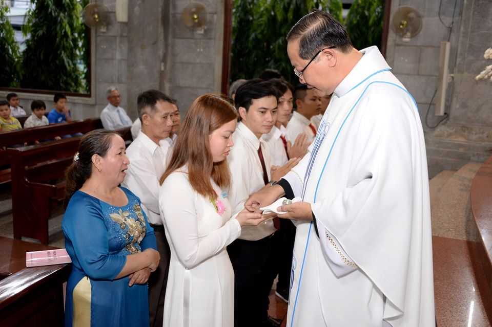 Giáo xứ Vĩnh Hòa: Thánh lễ ban Bí tích Khai Tâm