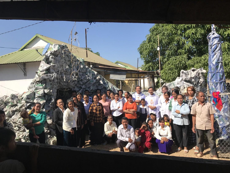 Giáo phận Phan Thiết,Giáo xứ Hoà Thuận thăm và tặng quà nhân dịp Giáng Sinh