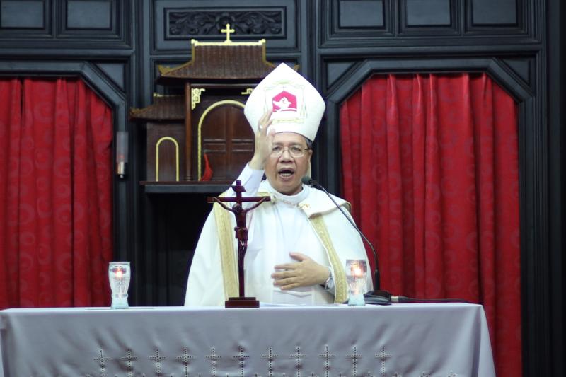 Đức Giám mục Giuse Đỗ Mạnh Hùng cử hành Kinh Chiều sau khi nhận thư Bổ nhiệm