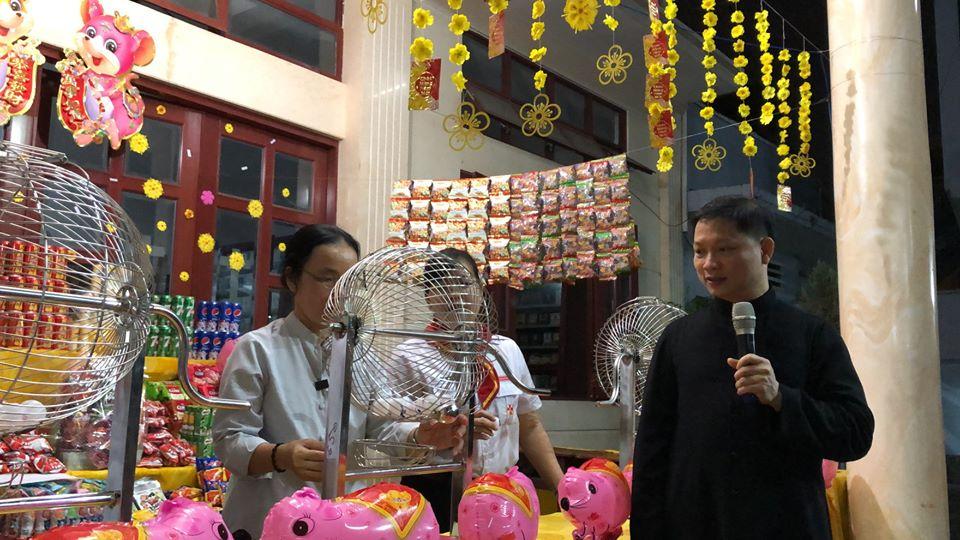 """Giáo xứ Phú Bình: Hội chợ """"Canh Tý sum vầy"""""""