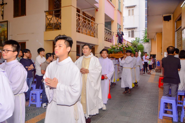 Giáo xứ Hà Đông, hạt Xóm Mới, SG:  Ban lễ sinh mừng kính  Thánh Đaminh Saviô bổn mạng