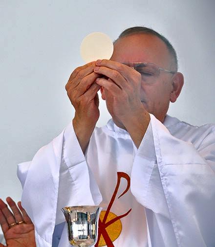 Thánh lễ Chúa Nhật lễ kính Mình Máu Thánh Chúa