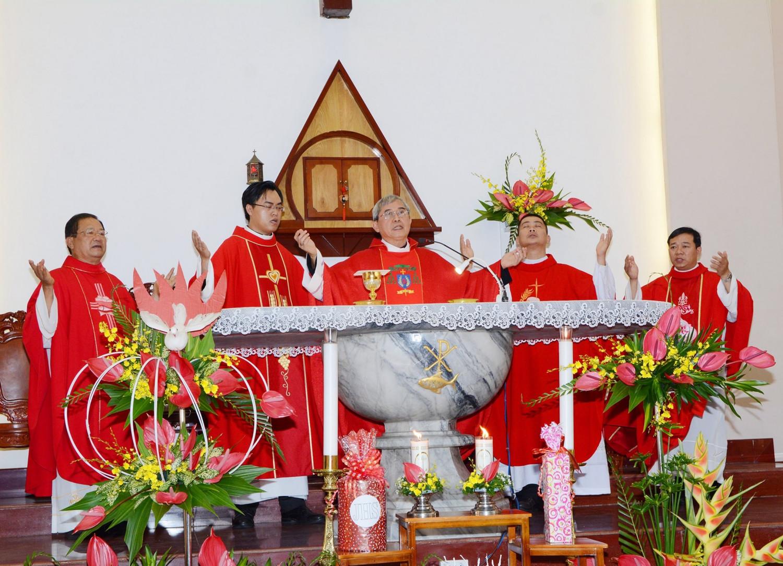 Hình ảnh Thánh lễ Thêm sức tại Giáo xứ Hà Đông, hạt Xóm Mới, SG